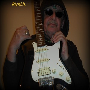 Richi.h. goes into the music stores!